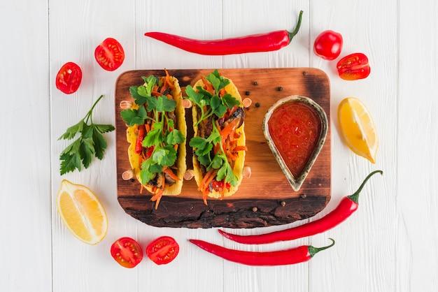 Flat lay de comida mejicana