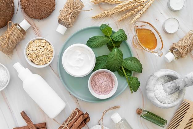 Flat lay cremas cosméticas naturales