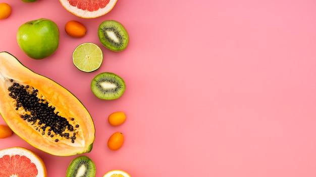 Flat lay delicioso marco de frutas