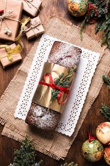 Flat lay delicioso pastel hecho para navidad