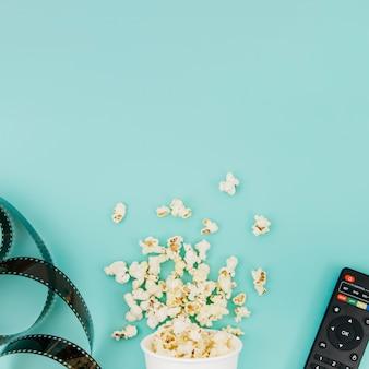 Flat lay de elementos de cine con copyspace