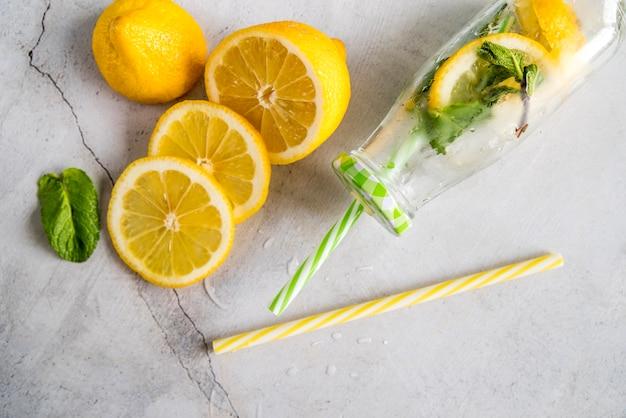 Flat lay de limonada de verano