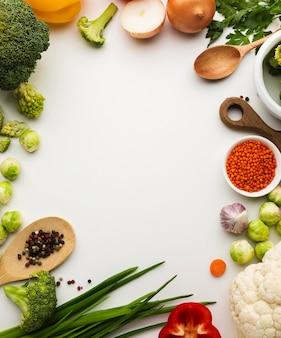 Flat lay mix de marco de verduras