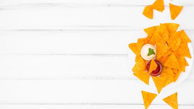 Flat lay de nachos con copyspace