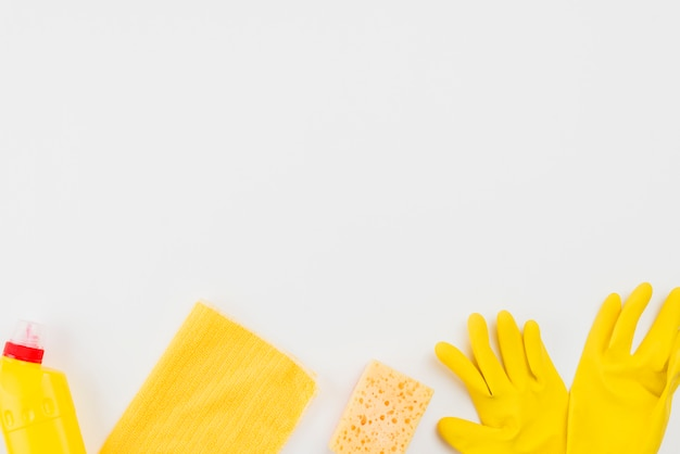 Flat lay de productos de limpieza