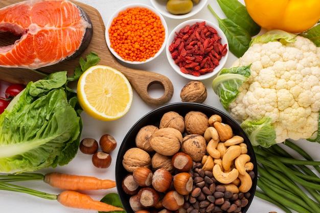 Flay lay de alimentos naturales y saludables