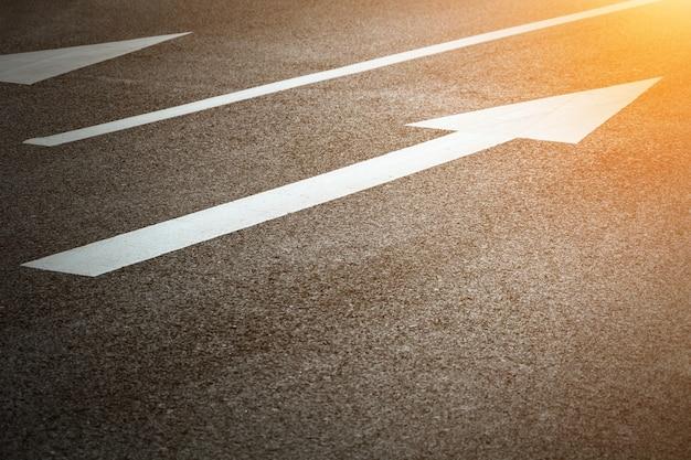 Flecha de carretera que indica recto