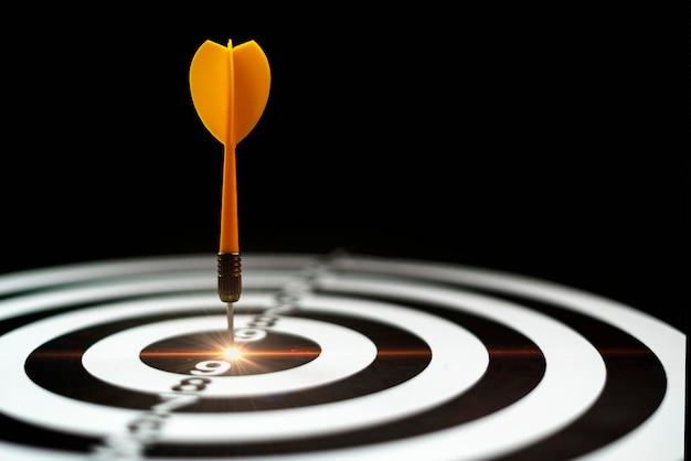 Flecha en el establecimiento de objetivos de ideas del marcador