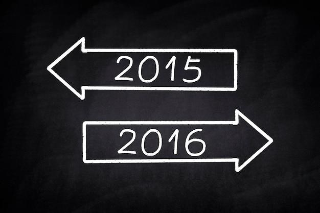 Flechas con el año 2015 y 2016