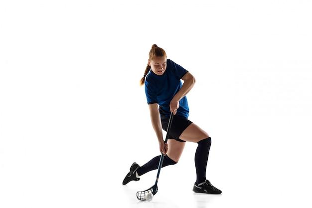 Floorball jugadora aislada en blanco, acción y concepto de movimiento