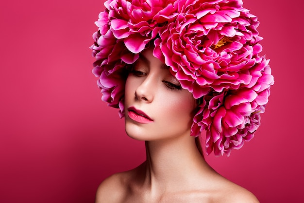 Flor estilo retrato de una joven belleza