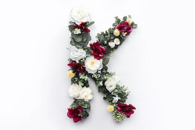 Flor letra k floral monograma foto gratis