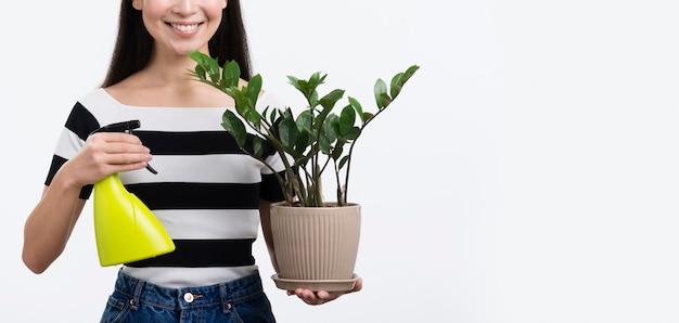 Flor de pulverización femenina de primer plano