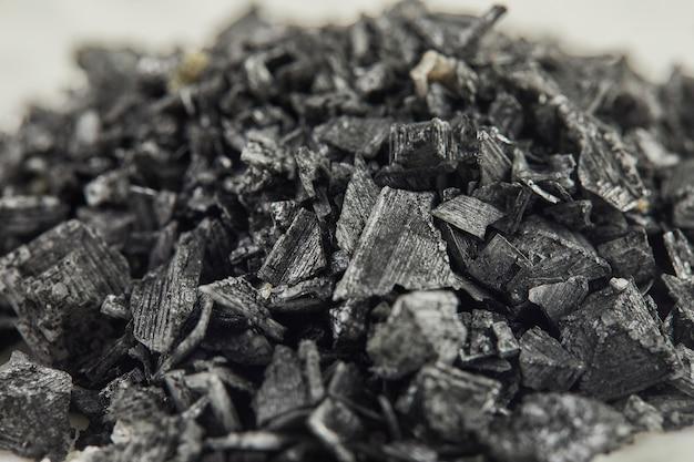 Flor de sal - fleur de sel, sal de bretaña francesa negra de cerca.