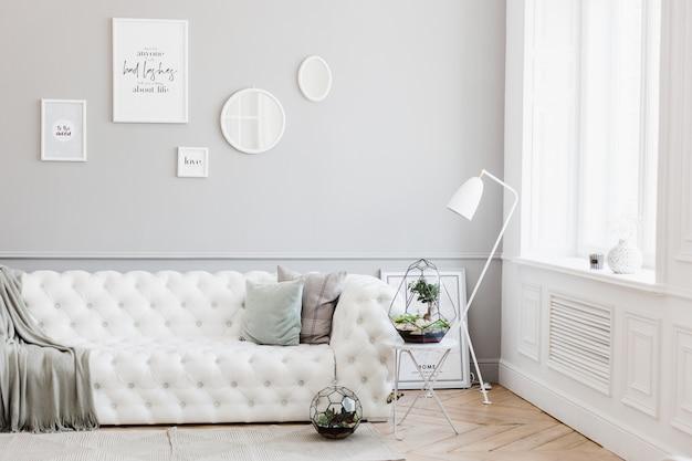 Florarium - composición de suculentas, piedra, arena y vidrio, elemento de interior, decoración del hogar, terarium de vidrio