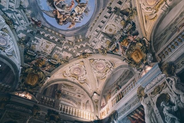 Florencia, italia - 26 de junio de 2018: vista panorámica del interior y las artes del palazzo pitti (palacio pitti) es palacio en florencia. está situado en el lado sur del río arno.