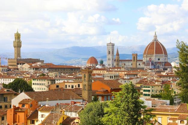 Florencia con el palacio palazzo vecchio y la catedral de santa maria del fiore, italia
