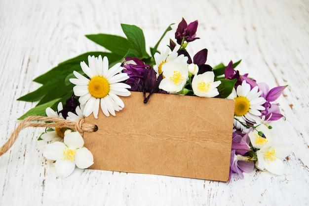 Flores con etiqueta vintage.