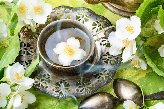 Flores de jazmín té del este