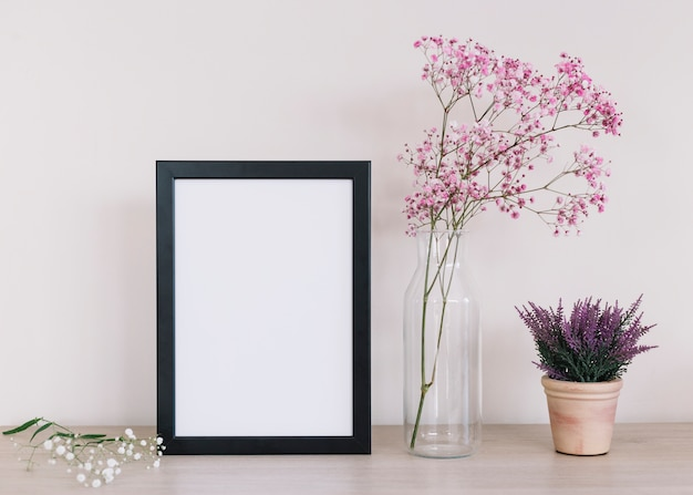 Flores y un marco