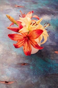 Flores naranjas y amarillas lilly