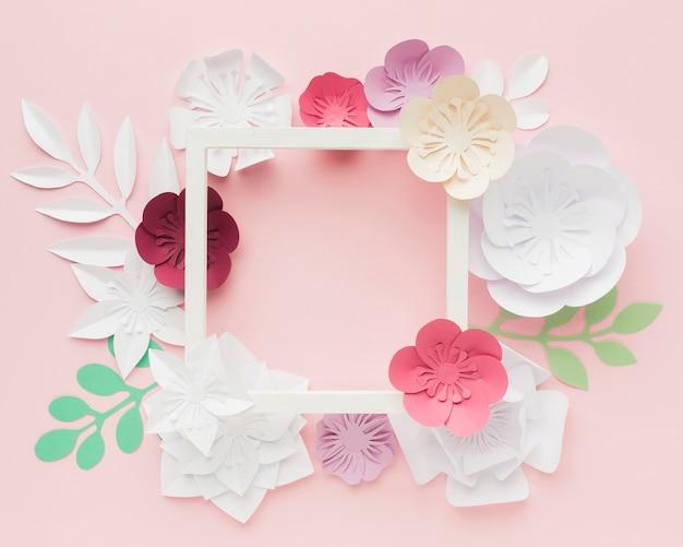 Flores de papel en colores pastel.