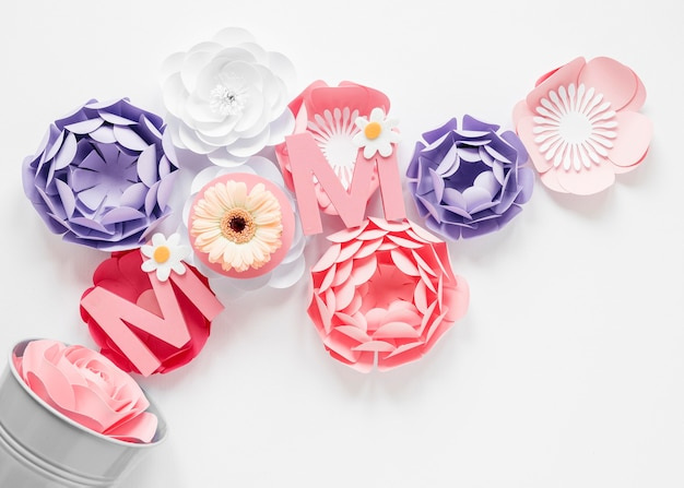 Flores de papel para el evento del día de la madre.