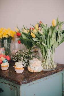 Flores de primavera y dulces