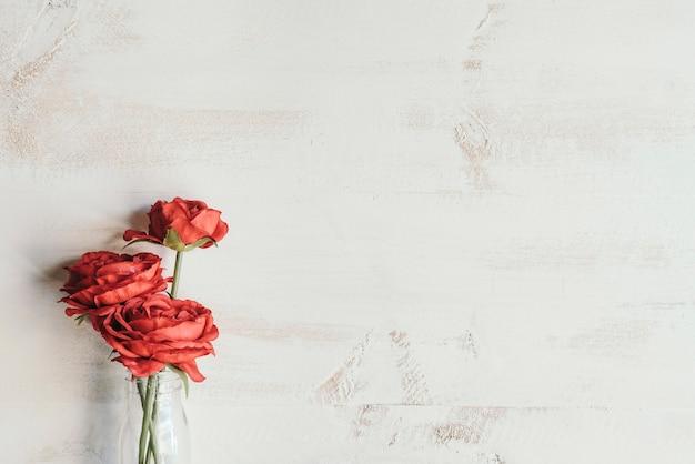 Flores rojas con espacio de copia