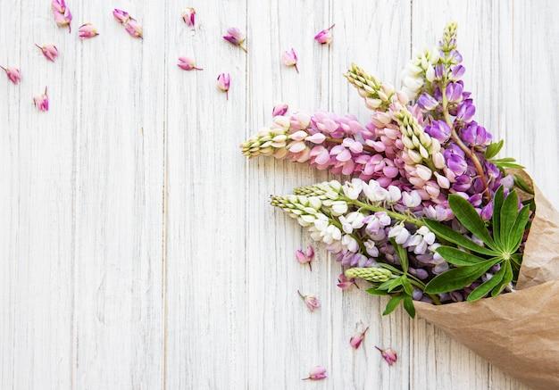 Flores rosadas de lupino