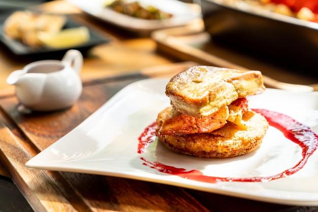 Foie gras con langosta y salsa de frambuesa
