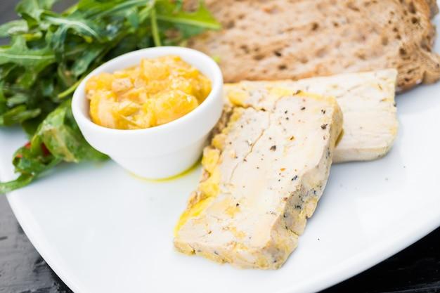 Foie gras con pan