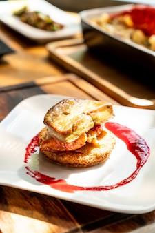 Foie gras con salsa de langosta y frambuesa