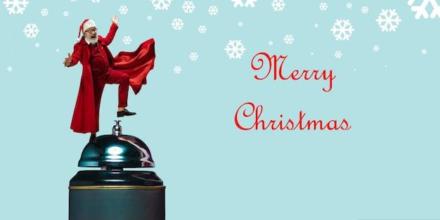 Folleto de saludo para el anuncio. concepto de navidad, año nuevo, estado de ánimo de invierno, vacaciones. copyspace, postal.