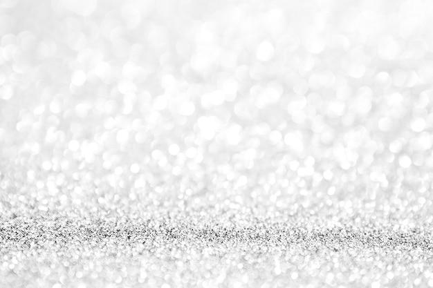 Fondo abstracto blanco luces de plata en el bokeh de navidad