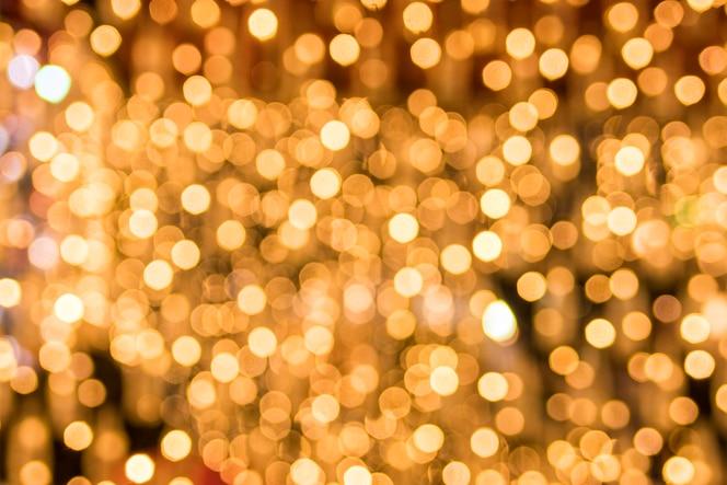 Fondo abstracto bokeh de brillantes luces doradas