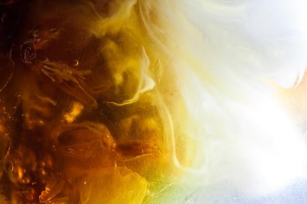 Fondo abstracto de color amarillo con espacio en blanco