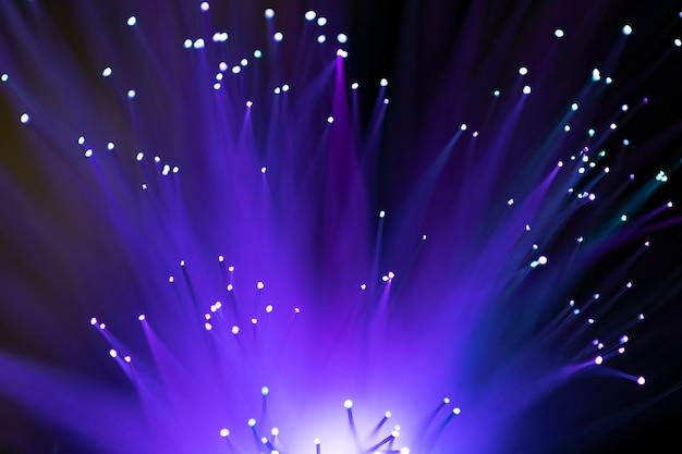 Fondo abstracto de luces de fibra óptica púrpura