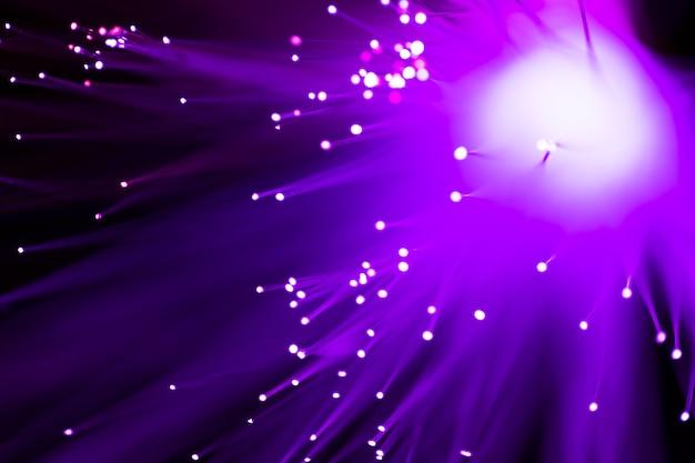 Fondo abstracto de luces de fibra óptica violeta