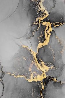 Fondo abstracto de oro oscuro de pintura de arte de tinta líquida de mármol sobre papel.