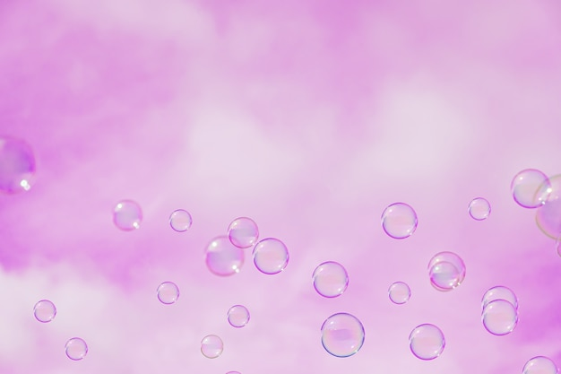 Fondo abstracto, pompas de jabón en el cielo rosa