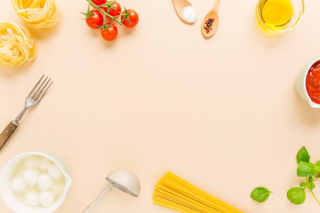 Fondo de alimentos con ingredientes para pasta