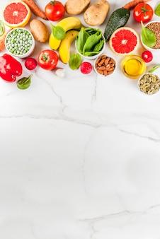 Fondo de alimentos saludables, productos de dieta alcalina de moda vertical