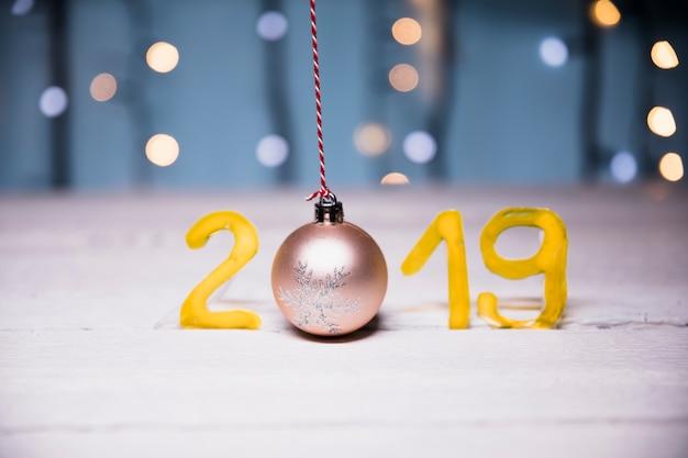 Fondo de año nuevo con dígitos de 2019