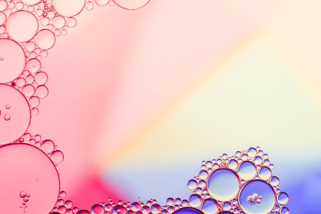 Fondo de arco iris con burbujas transparentes