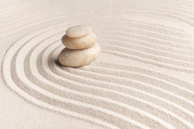 Fondo de arena de piedras de mármol zen apiladas en concepto de atención plena