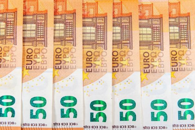 Fondo de billetes de 50 euros, billetes en euros como parte del sistema económico y comercial, primer plano