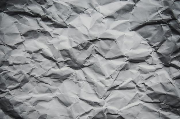 Fondo blanco y fondo de pantalla por textura de papel arrugado y espacio libre.