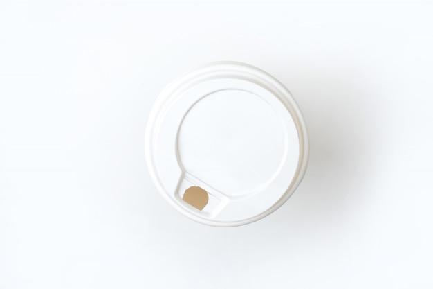 Fondo blanco de papel de la opinión superior de la taza de café. aislado.