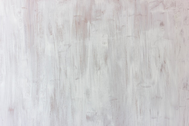 Fondo blanco. tablero texturizado de madera, pintado a grandes trazos.